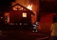 Incêndio atinge antiga sede da Defesa Civil de Campos do Jordão