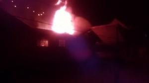 Incendio na antiga sede da Defesa Civil de Campos do jordão