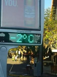 Termômetro de rua em Campos do Jordão registra 2 graus negativos pouco após o nascer do sol deste sábado. Foto: Paulo De Marco