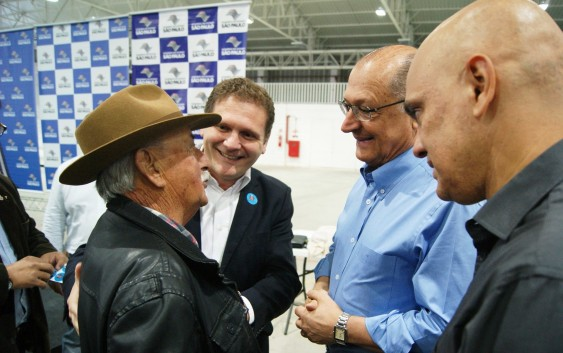 """Saiba quem é o """"Zé Macaco"""" o idoso socorrido por Alckmin durante cerimônia em Campos do Jordão"""