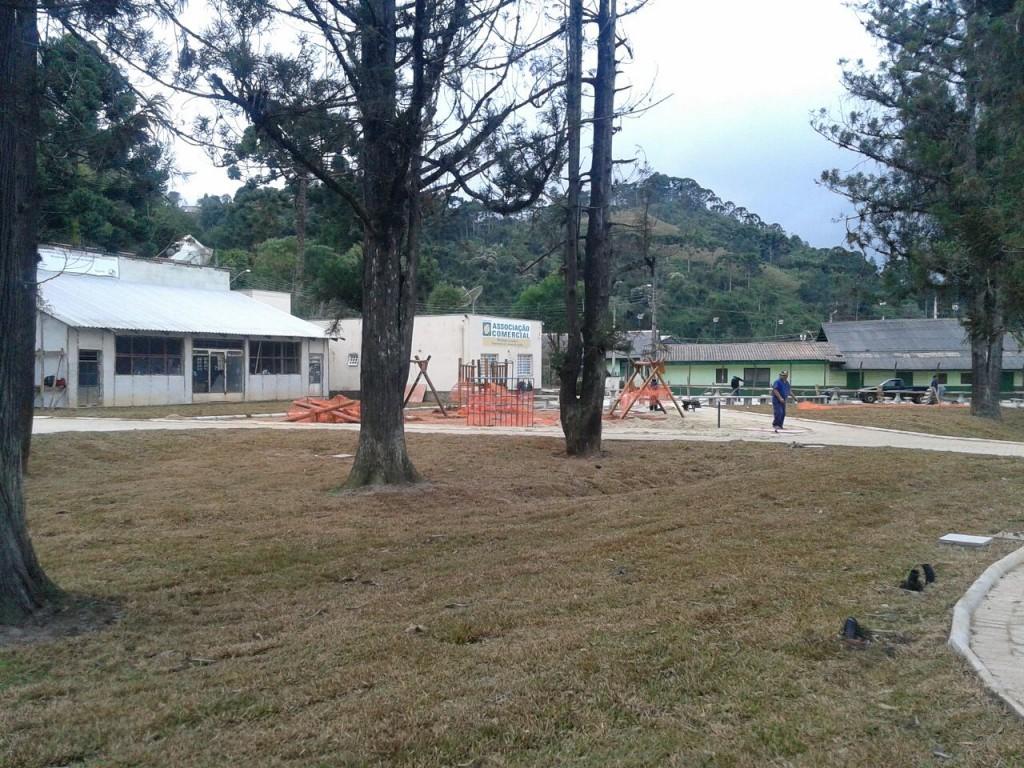 Últimos detalhes para inauguração do Parque dos Cedros revitalizado.