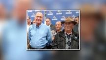 """Geraldo Alckmin e José de Oliveira, conhecido """"Zé Macaco"""" que recebeu os primeiros socorros do Governador que é médico."""