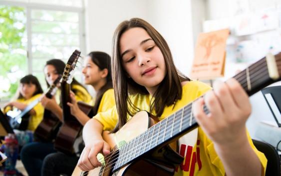 Projeto Guri Campos do Jordão com inscrições abertas. Saiba 6 benefícios da música para as crianças!