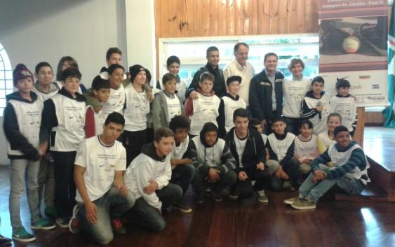 Iniciada a segunda fase da Escola Social de Tênis de Campos do Jordão.