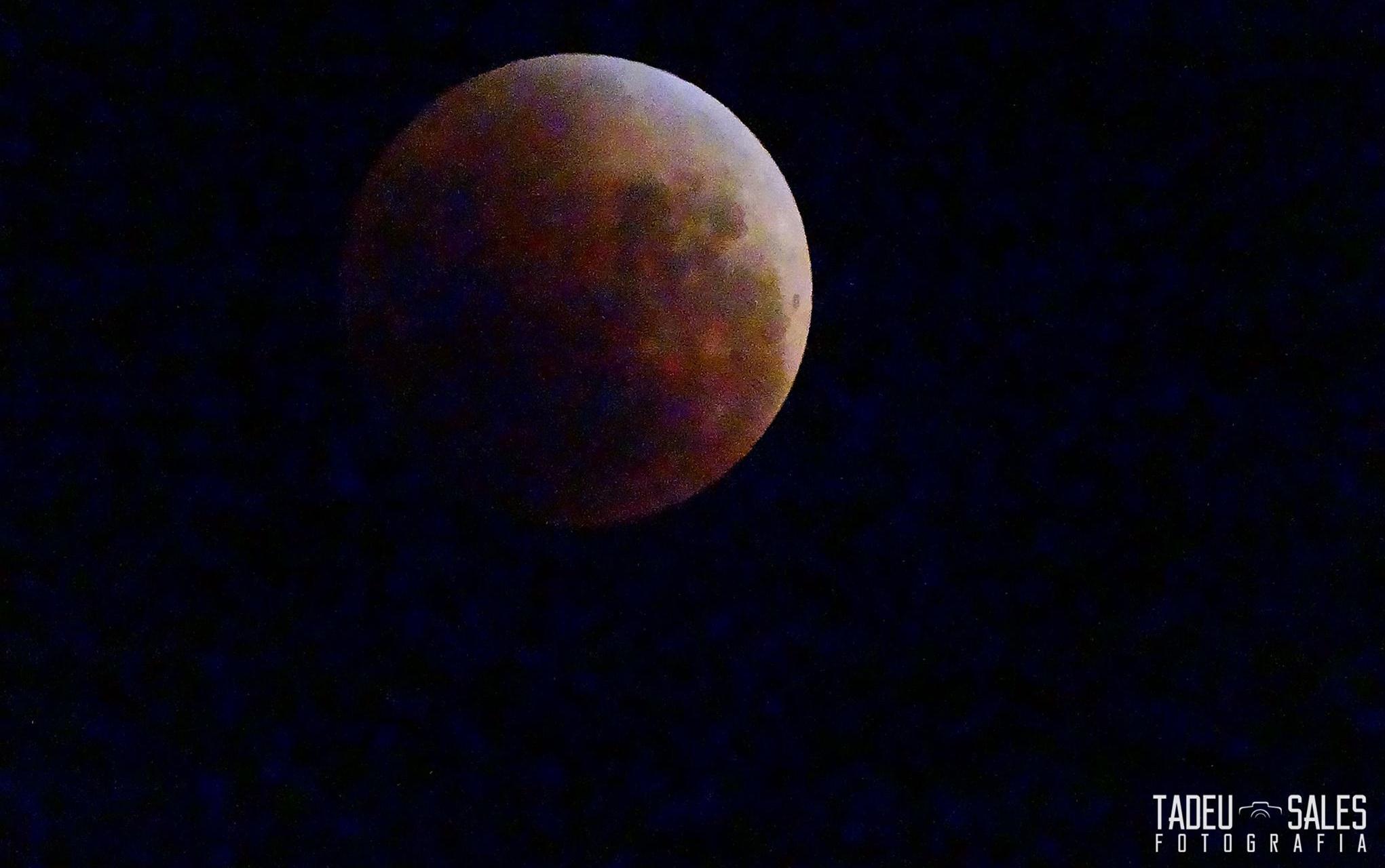 Eclipse lunar e super lua a partir de Campos do Jordão. Foto Tadeu Sales