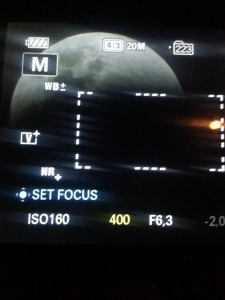 Imagem do eclipse no display de uma câmera fotográfica. Foto: Tadeu Sales