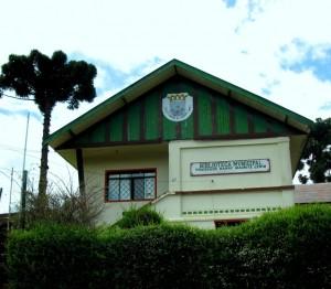 Fachada da Biblioteca Municipal de Campos do Jordão Prof. Harry Mauritz Lewin