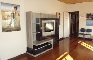 A Sala AMECampos conta com TV de alta definição e uma coleção de DVDs disponível.