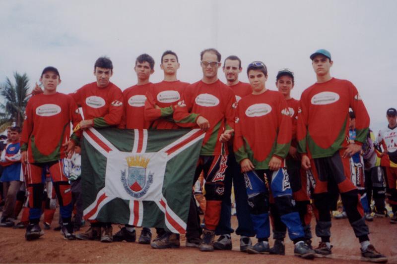 Pilotos Jordanenses perfilados durante a abertura de um campeonato
