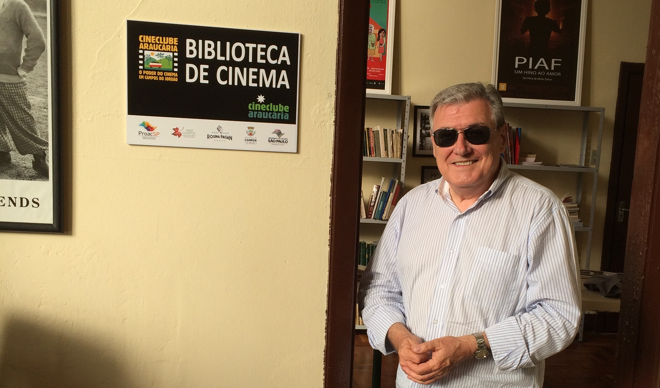Cervantes Sobrinho, presidente do Cineclube Araucária na Biblioteca do Memorial Cine Gloria