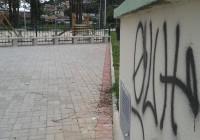 Vandalos picham Parque dos Cedros. Crime pode acarretar prisão e multa!