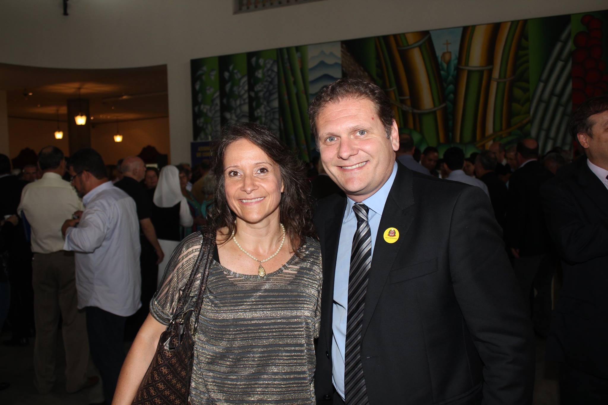 Tânia Maria Franca Lopes Silva - Presidente da APAE e Fred Guidoni - Prefeito de Campos do Jordão