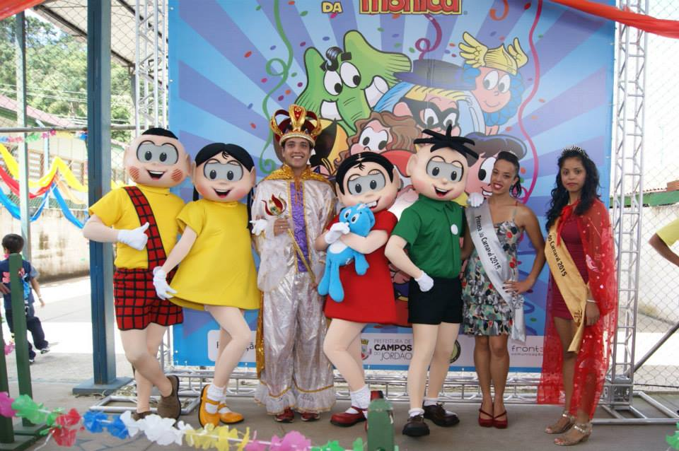 A Turma da Mônica, com o Rei Momo, a Rainha e a Princesa do Carnaval Jordanense