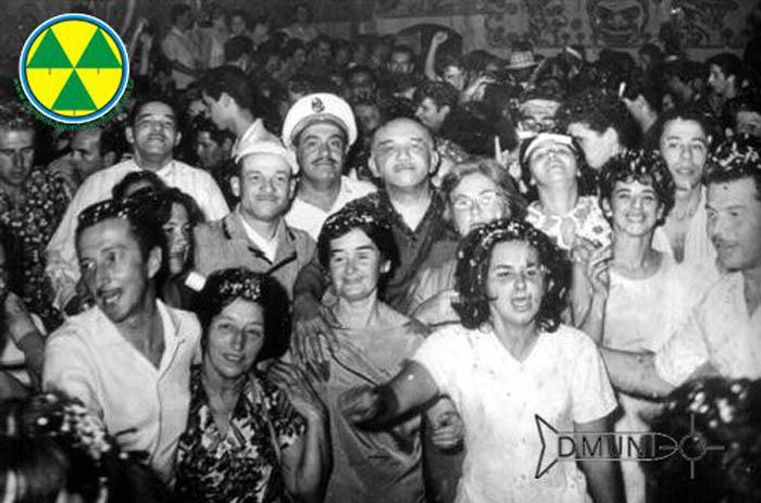 Baile de Carnaval - Abernéssia Futebol Clube - Década de 1950 - Na foto a Familia Cintra - Aristides e Rosa, José e Norma, Joaquim e Noêmia, Pedro e Ada, o amigo José Bernardino e outros familiares