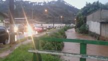 Rio Capivari quase transbordando - Ricardo Goncalves
