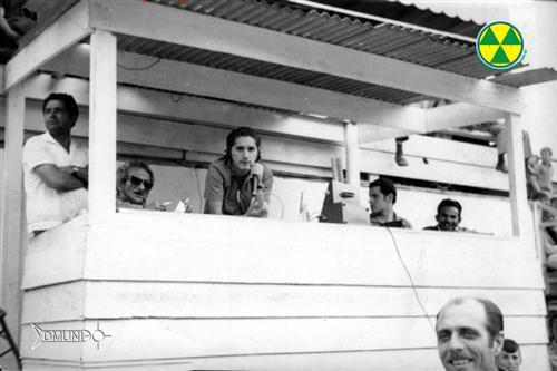 Na foto da esquerda para direita: Benedito Alves da Silva, o popular Deloro, grande técnico de futebol, o locutor Adib Yazbeck, da Radioemissora de Campos do Jordão, o jovem e dinâmico Alberto Simões, praticamente iniciando sua carreira de locutor esportivo e o operador de som Francisco Gonçalves, o Chiquinho da Rádio.