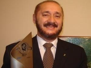 Alberto Simões que começou sua carreira como radialista em Campos do Jordão