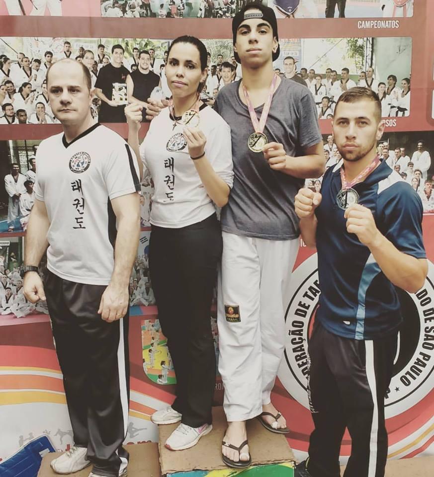 Taekwondo - atletas com as medalhas