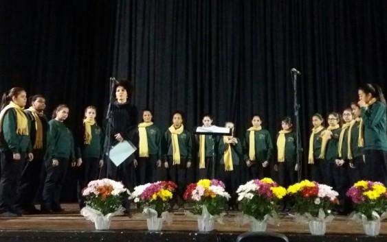 Veja o vídeo – Meninas Cantoras de Campos do Jordão emocionam em participação especial no Festival de Corais
