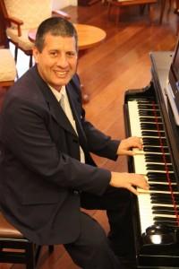 Antônio Luiz Baker, pianista do Hotel Toriba - Campos do Jordão
