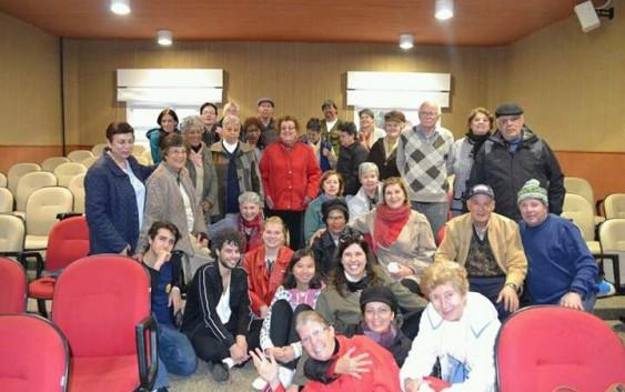 Intercambistas do Rotary visitam faculdade da terceira idade em Campos do Jordão