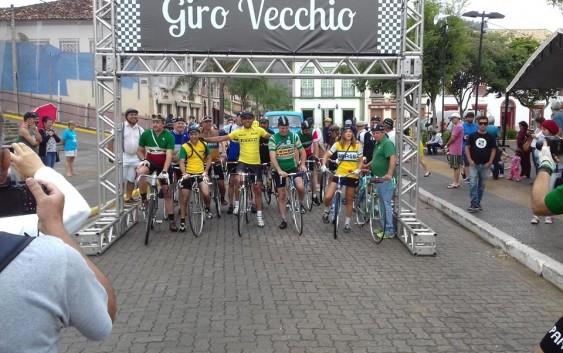 Erivan Arcanjo de Lima um ciclista veterano de Campos do Jordão é homenageado no Giro Vecchio