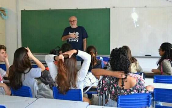 Rotarianos e voluntários de Campos do Jordão falam sobre profissões para alunos de escola pública