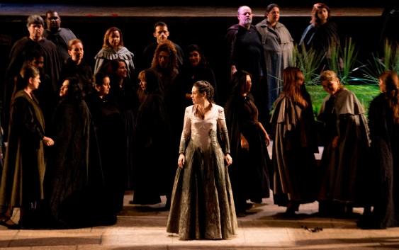 Soprano Lina Mendes se apresenta no Hotel Toriba em Campos do Jordão