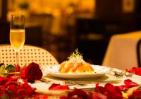 Ainda dá tempo: jantar à luz de velas nas montanhas é opção para Dia dos Namorados