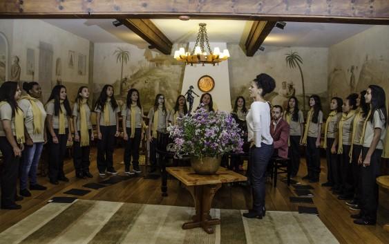 Coral das Meninas Cantoras de Campos do Jordão realiza ensaio aberto no Auditório Cláudio Santoro