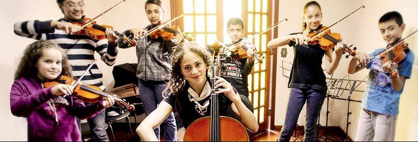Crianças do Núcleo de Música da Fundação Lia Maria Aguiar