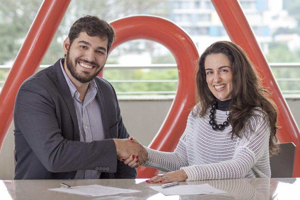 Pedro Pimenta, Secretario de Turismo de Santo Antônio do Pinhal e Flavia Matos, gerente de relações institucionais do Airbnb