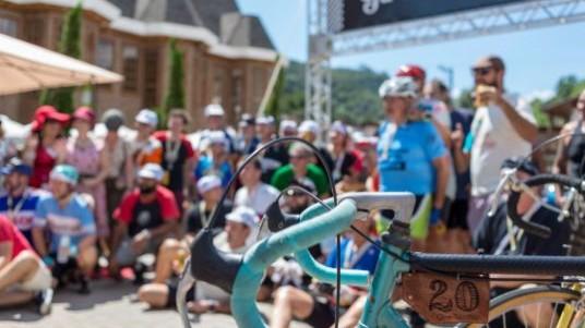Santo Antônio do Pinhal recebe competição de bikes clássicas