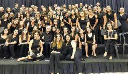 Meninas Cantoras de Campos do Jordão apresentaram-se com o Maestro João Carlos Martins