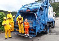 Um exemplo de humildade e carinho com os profissionais que trabalham na coleta do lixo