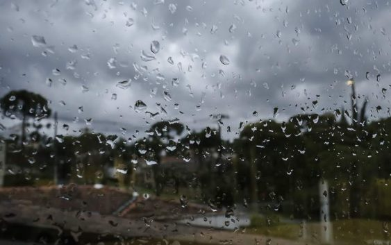 Defesa Civil Estadual emite boletim meteorológico para todo o Estado. Chuva forte e duradoura com acumulados de até 150mm.