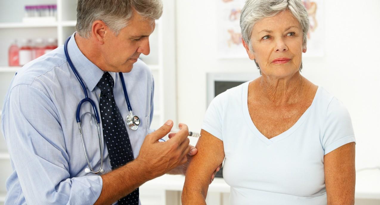 idoso vacinacao medico