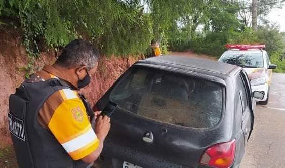 Campos do Jordão notifica veículos abandonados e retira carcaças