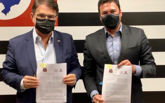 Capital e Estado de SP assinam convênio para realização de pesquisas turisticas