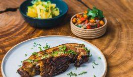 Epiak Restaurante preza por valorizar os pequenos produtores locais, dando prioridade pelo frescor e qualidade de seus ingredientes.